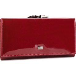 Duży Portfel Damski NOBO - NPUR-LG0210-C005 Czerwony. Czerwone portfele damskie Nobo, z lakierowanej skóry. W wyprzedaży za 179,00 zł.