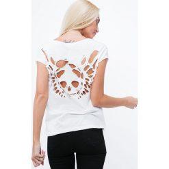Koszulka z wyciętym wzorem na plecach kremowa ZZ1093. Czerwone bluzki na imprezę marki Fasardi, l. Za 49,00 zł.