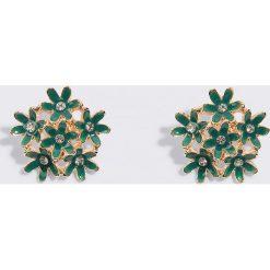 Kolczyki damskie: NA-KD Accessories Kolczyki na sztyfcie Flower Cluster – Green