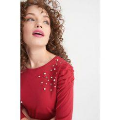 Odzież damska: Koszulka z bufiastymi rękawami