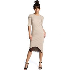 ALESSANDRA Sukienka z wycięciem i wstawką z koronki - beżowa. Brązowe sukienki hiszpanki BE, na co dzień, s, w koronkowe wzory, z koronki, dopasowane. Za 154,90 zł.
