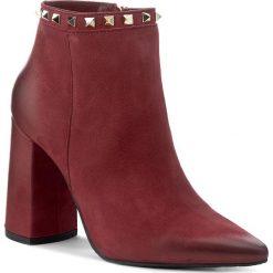 Botki CARINII - B4099 I39-000-PSK-C28. Czerwone buty zimowe damskie Carinii, z materiału, na obcasie. W wyprzedaży za 279,00 zł.