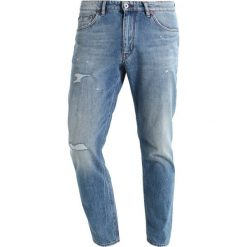DRYKORN DEEP Jeansy Zwężane blue destroyed. Niebieskie jeansy męskie marki DRYKORN. W wyprzedaży za 367,95 zł.