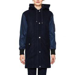 Płaszcze damskie pastelowe: Dwumateriałowy kobiecy płaszcz z odpinanym kapturem