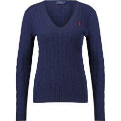 Polo Ralph Lauren KIMBERLY  Sweter hunter navy. Niebieskie swetry klasyczne damskie Polo Ralph Lauren, l, z kaszmiru, polo. Za 549,00 zł.