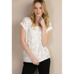 T-shirt w motyle. Brązowe t-shirty damskie marki Monnari, w paski, z materiału, średnie. Za 49,95 zł.