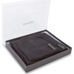 Zestaw Szalik i Czapka CALVIN KLEIN BLACK LABEL - Octave Giftset K50K503462 001. Czarne czapki damskie Calvin Klein Black Label, z bawełny. W wyprzedaży za 289,00 zł.
