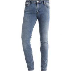 Jeansy męskie: Tommy Jeans SIMON  Jeans Skinny Fit mid blue