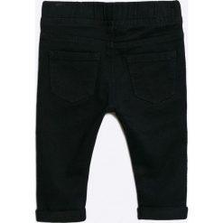 Blukids - Jeansy dziecięce 68-98 cm. Czarne spodnie chłopięce Blukids, z bawełny. W wyprzedaży za 34,90 zł.