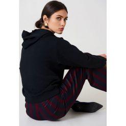 NA-KD Basic Bluza z kapturem basic - Black. Różowe bluzy z kapturem damskie marki NA-KD Basic, prążkowane. Za 100,95 zł.