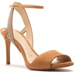 Skórzane sandały w kolorze jasnobrązowym. Brązowe sandały damskie Stella Luna, w paski, ze skóry, na obcasie. W wyprzedaży za 545,95 zł.