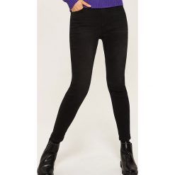 Jeansy skinny - Czarny. Czarne boyfriendy damskie House, z jeansu. Za 99,99 zł.