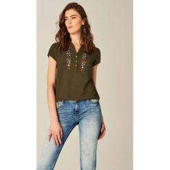 Koszula z kwiatowym motywem - Khaki. Brązowe koszule damskie marki Mohito. W wyprzedaży za 49,99 zł.