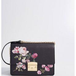 Torebka z kwiatowym nadrukiem - Czarny. Czerwone torebki klasyczne damskie marki Mohito, z bawełny. Za 99,99 zł.