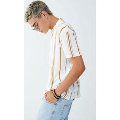 Koszula w pionowe paski z klapami. Białe koszule męskie w paski marki Reserved, l. Za 79,90 zł.