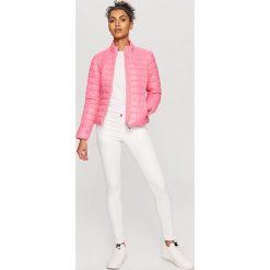 Pikowana kurtka - Różowy. Czerwone kurtki damskie pikowane Reserved. Za 179,99 zł.