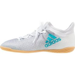 Adidas Performance X TANGO 17.3 IN Halówki footwear white/energy blue/core black. Białe buty skate męskie adidas Performance, z gumy, do piłki nożnej. W wyprzedaży za 199,20 zł.