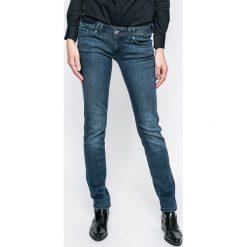 Mustang - Jeansy Gina. Niebieskie jeansy damskie marki Mustang, z aplikacjami, z bawełny, z obniżonym stanem. W wyprzedaży za 199,90 zł.