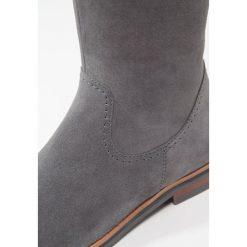 Pier One Kozaki grey. Szare buty zimowe damskie marki Pier One, z materiału. W wyprzedaży za 251,40 zł.