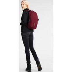 Bergans OSLO  Plecak dark ruby. Czerwone plecaki męskie Bergans, sportowe. W wyprzedaży za 135,60 zł.