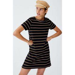 Sukienka basic w paski. Czarne sukienki Pull&Bear, w paski. Za 59,90 zł.