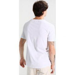 Wood Wood GOOD TIMES Tshirt z nadrukiem bright white. Niebieskie koszulki polo marki Tiffosi. Za 229,00 zł.