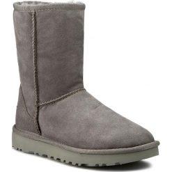 Buty UGG - W Classic Short II 1016223 W/Grey. Szare buty zimowe damskie marki Ugg, z materiału, z okrągłym noskiem. Za 939,00 zł.