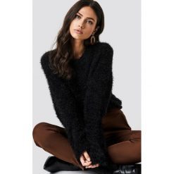 NA-KD Puchaty sweter z szerokim rękawem - Black. Czarne swetry klasyczne damskie NA-KD, z materiału, z okrągłym kołnierzem. Za 141,95 zł.