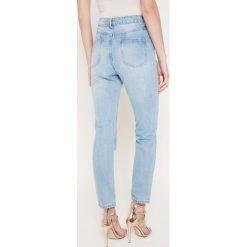 Missguided - Jeansy. Niebieskie jeansy damskie relaxed fit marki Missguided, z podwyższonym stanem. W wyprzedaży za 99,90 zł.
