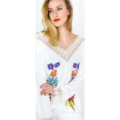 Bluzki damskie: Bluzka z gipiurą i kwiatami