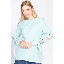 Jasnoniebieski Sweter As A Daisy. Szare swetry klasyczne damskie Born2be, uniwersalny, z okrągłym kołnierzem. Za 39,99 zł.