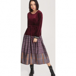 Bordowa Sukienka Butterflies. Czerwone długie sukienki other, uniwersalny, w ażurowe wzory. Za 129,99 zł.