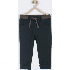 Spodnie. Brązowe spodnie chłopięce marki bonprix, m, z nadrukiem, z polaru. Za 79,90 zł.