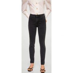 Mango - Jeansy Jane. Czarne jeansy damskie rurki Mango, z bawełny. Za 79,90 zł.