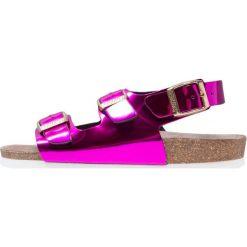Genuins CONGO Sandały pink. Czerwone sandały chłopięce Genuins, z materiału, z otwartym noskiem. W wyprzedaży za 135,85 zł.