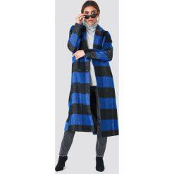 NA-KD Dwurzędowy płaszcz w kratkę - Blue. Niebieskie płaszcze damskie pastelowe NA-KD, w kratkę. Za 323,95 zł.