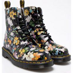 Dr Martens - Botki Pascal Df. Szare buty zimowe damskie Dr. Martens, z materiału, na obcasie, na sznurówki. Za 799,90 zł.