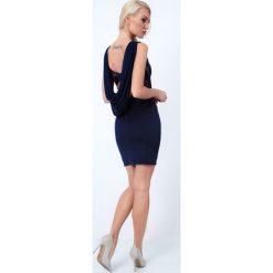 Sukienka z ozdobnym dekoltem na plecach granatowa G5016. Czarne sukienki na komunię marki Fasardi, m, z dresówki. Za 79,00 zł.