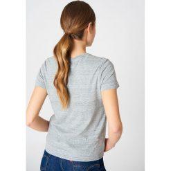 Levi's Koszulka Perfect - Grey. Brązowe t-shirty damskie marki Levi's®, z obniżonym stanem. Za 80,95 zł.