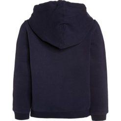 Timberland Bluza rozpinana blue indigo. Czerwone bluzy chłopięce rozpinane marki Timberland, z materiału. Za 249,00 zł.