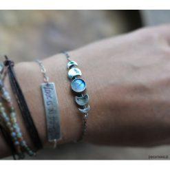 Srebrna bransoletka fazy księżyca z kamieniem. Szare bransoletki damskie na nogę Pakamera, srebrne. Za 249,00 zł.