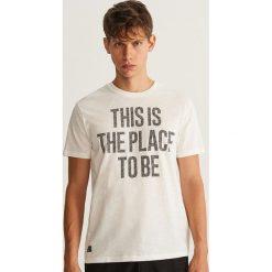 T-shirt z napisem - Kremowy. Białe t-shirty męskie marki Reserved, l, z napisami. Za 29,99 zł.