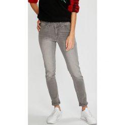 Roxy - Jeansy Seatripper. Białe jeansy damskie marki Roxy, l, z nadrukiem, z materiału. W wyprzedaży za 239,90 zł.
