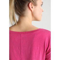 GAP BREATHE VNECK Tshirt basic fuchsia bell. Czerwone t-shirty damskie GAP, s, z elastanu. Za 149,00 zł.