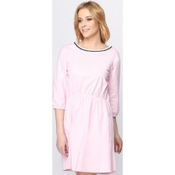 Różowa Sukienka Same Things. Różowe sukienki letnie marki numoco, l, z dekoltem w łódkę, oversize. Za 29,99 zł.