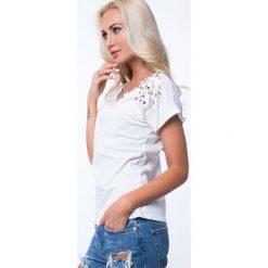 T-shirt ze zdobieniami kremowy ZZ1081. Białe t-shirty damskie Fasardi, l. Za 59,00 zł.
