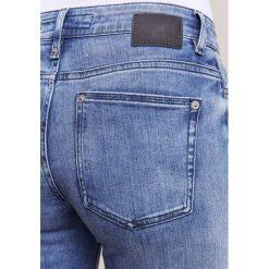 DRYKORN PULL Jeansy Slim fit light blue denim. Niebieskie rurki damskie DRYKORN. W wyprzedaży za 377,40 zł.