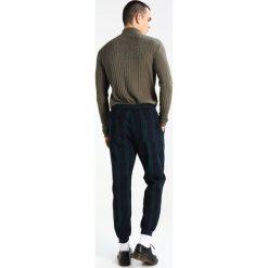 Chinosy męskie: YOURTURN Spodnie materiałowe dark blue