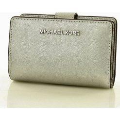 Markowy portfel MICHAEL KORS - JET SET TRAVEL- silver. Szare portfele damskie Michael Kors, ze skóry. Za 450,00 zł.