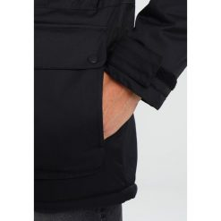 Vans MCCORMICK Płaszcz zimowy black. Czarne płaszcze na zamek męskie Vans, na zimę, m, z materiału. W wyprzedaży za 486,85 zł.
